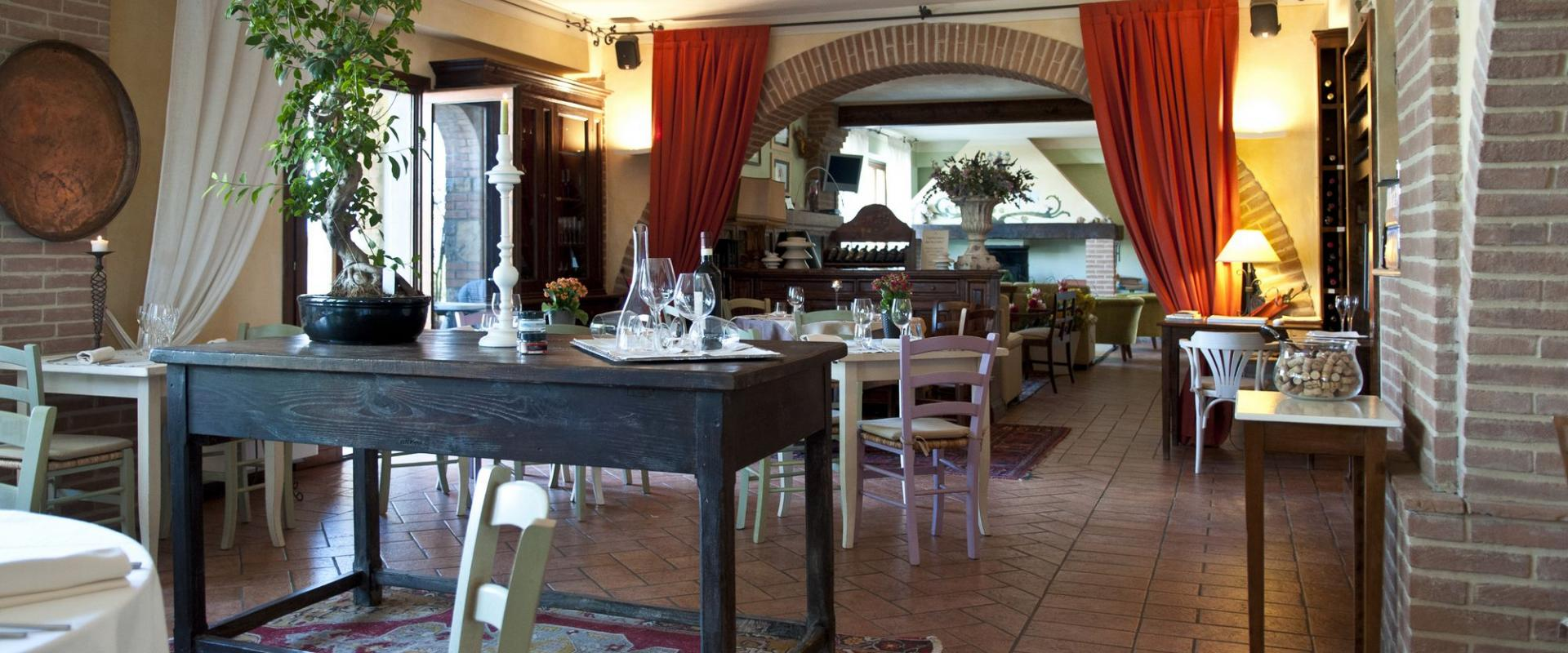 Restaurant The Il Poggio Farmhouse and Resort in Siena